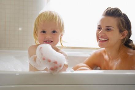 Pour que le bain de bébé soit un moment de plaisir : Conseils amp; astuces
