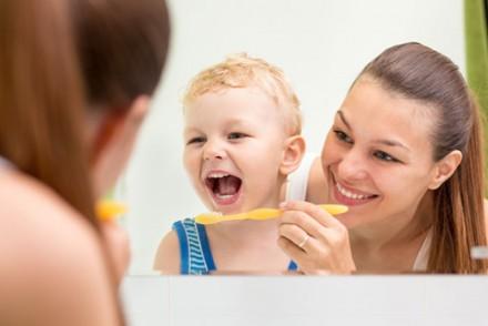 Les dents de bébé : Conseils pour en prendre soin par tranche d'âge