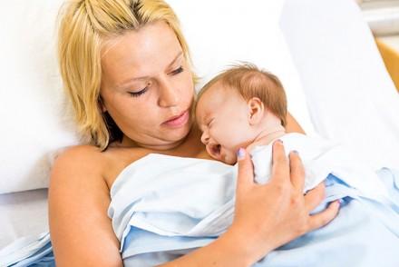 Tout sur l'allaitement de bébé au jour de sa naissance