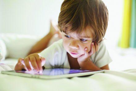 Enfant accro aux écrans : Comment réagir ?