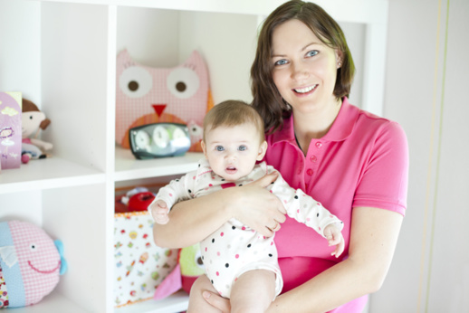 Nouvelle maman : Soignez votre posture pour avoir moins mal