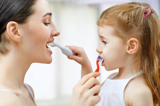 Ruser pour qu'ils se brossent bien les dents